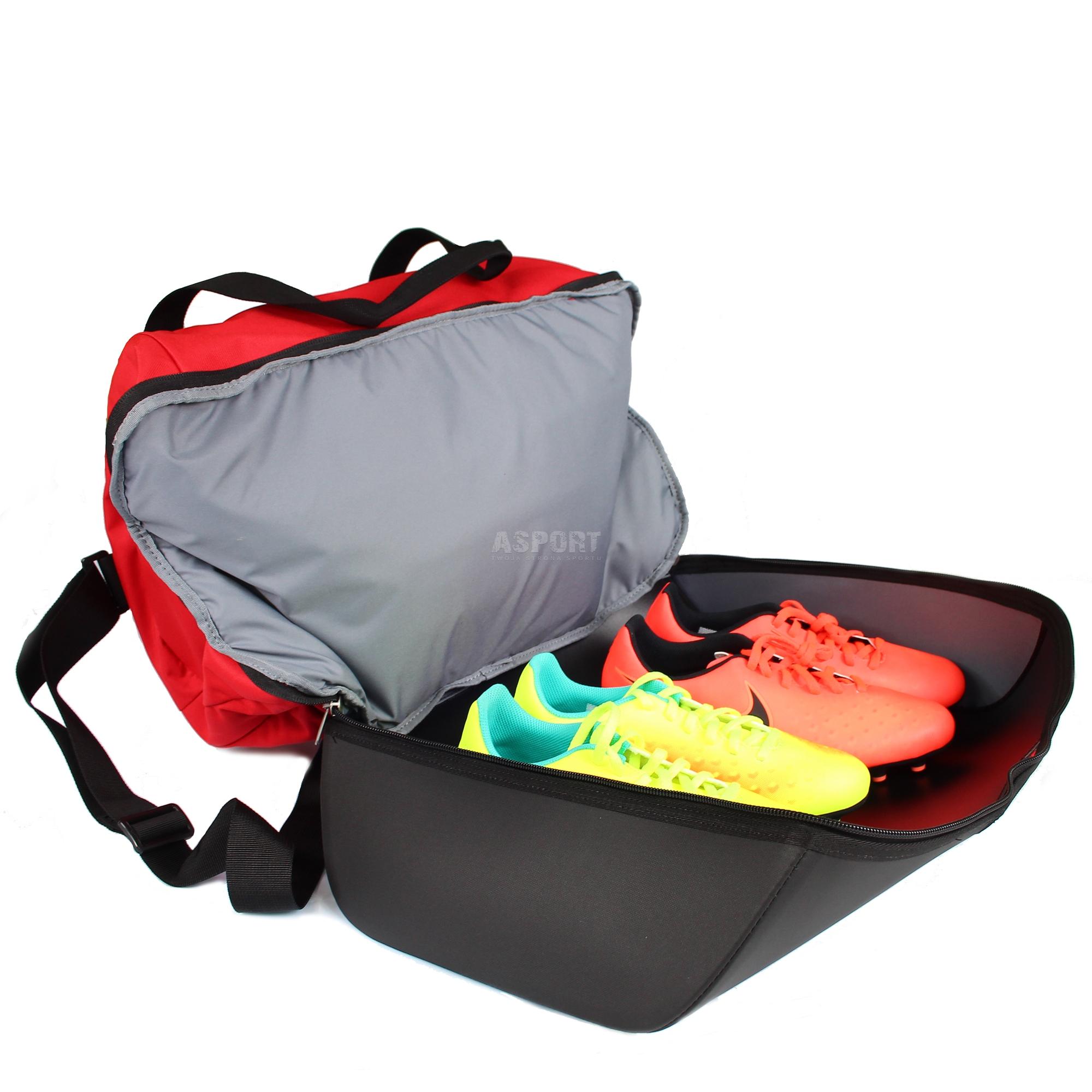 c3049d4777ec8 Torba sportowa, piłkarska CLUB TEAM SWSH HRDCS M 45l czerwona Nike ...